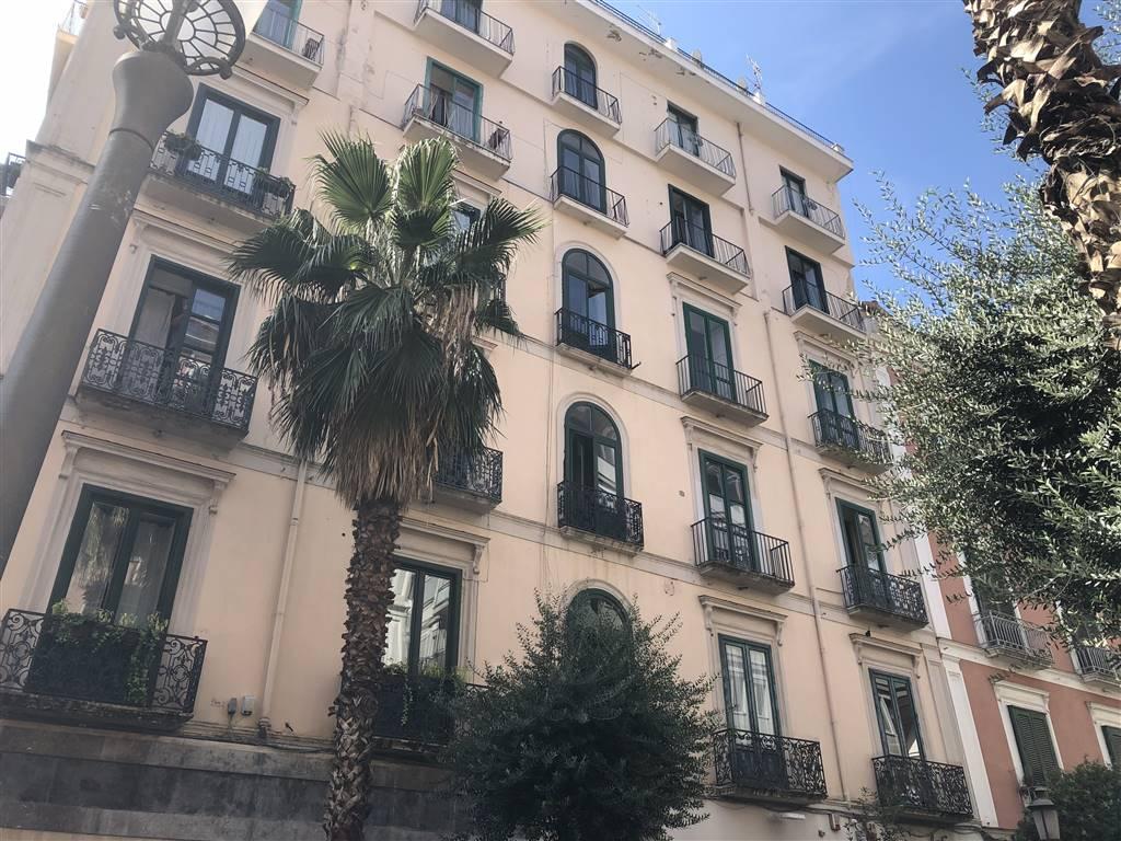 Appartamento in affitto a Salerno, 3 locali, zona Zona: Centro, prezzo € 1.500 | CambioCasa.it