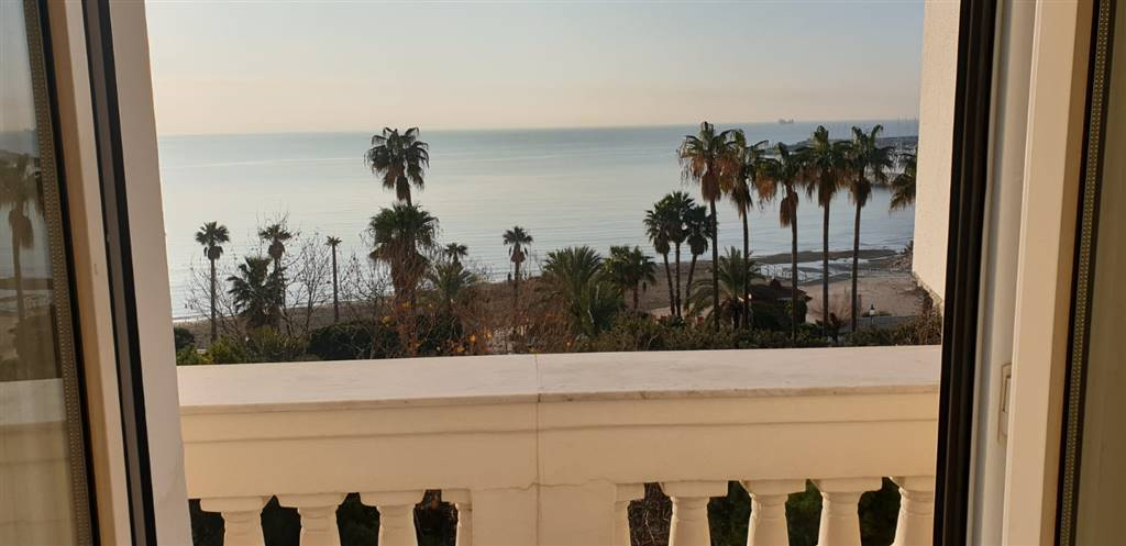 CENTRO, SALERNO, Apartment for rent of 200 Sq. mt., Restored, Heating Individual heating system, Energetic class: G, placed at 4°, composed by: 4