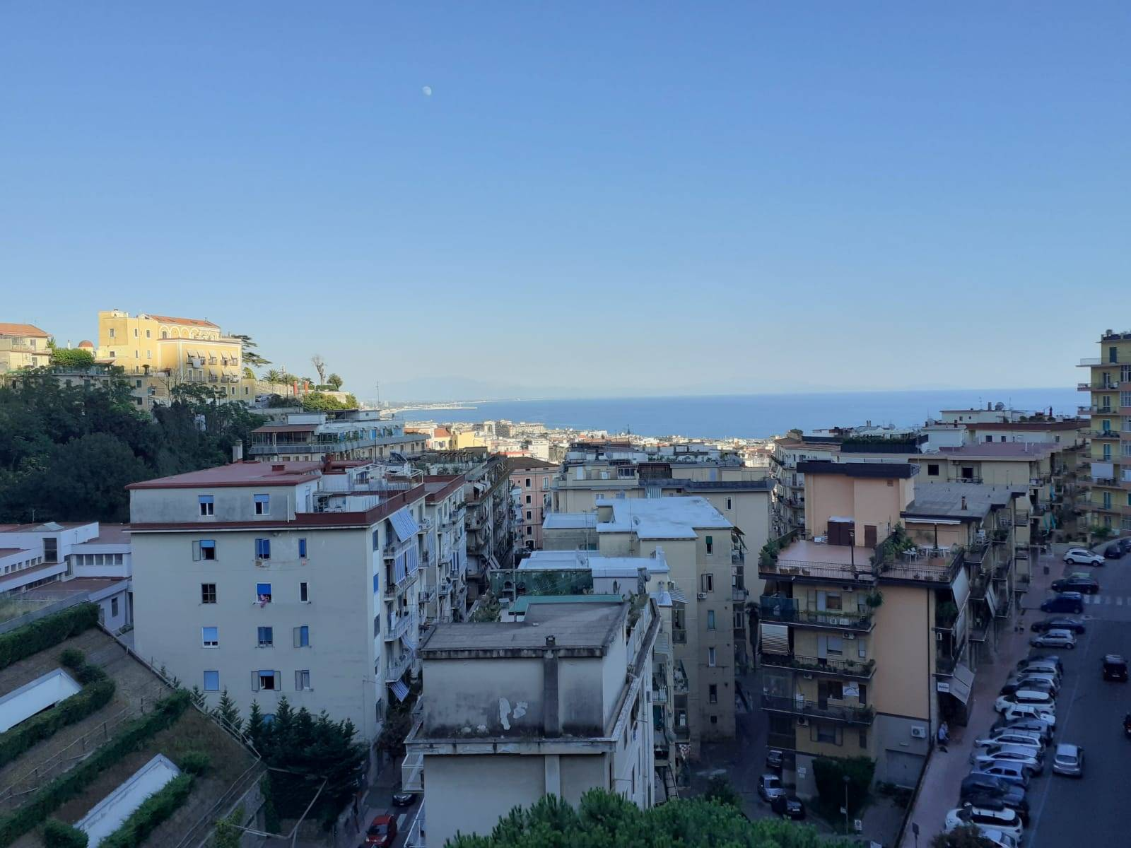CENTRO, SALERNO, Apartment for rent of 100 Sq. mt., Heating Individual heating system, Energetic class: G, placed at 3°, composed by: 4 Rooms,