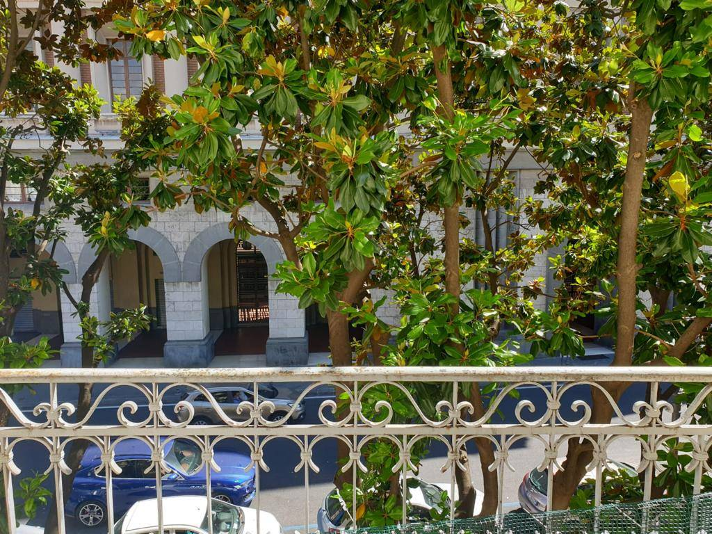 CENTRO STORICO, SALERNO, Apartment for sale of 100 Sq. mt., Good condition, Heating Individual heating system, Energetic class: G, placed at 2°,