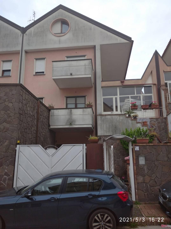 Salerno, Capezzano Inferiore, in zona residenziale e tranquilla proponiamo villa unifamiliare. La soluzione è posta su quattro livelli ed è cosi