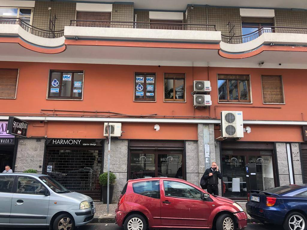 CENTRO, SALERNO, Office for rent of 130 Sq. mt., Energetic class: G, placed at 1°, composed by: 5 Rooms, 2 Bathrooms, Elevator, Price: € 1,650