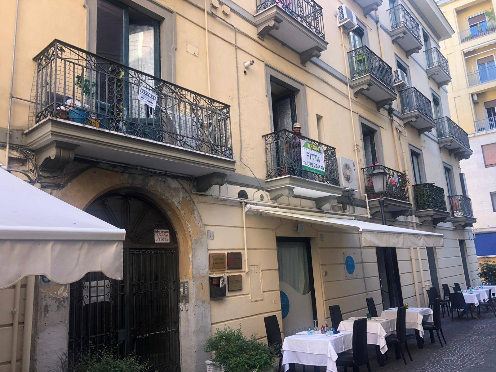 CENTRO, SALERNO, Apartment for rent of 60 Sq. mt., Good condition, Heating Individual heating system, Energetic class: G, placed at 1°, composed by: