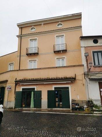 CURTI, GIFFONI VALLE PIANA, Palast zu verkaufen, Energie-klasse: G, zusammengestellt von: 8 Raume, 3 Baeder, Preis: € 265.000