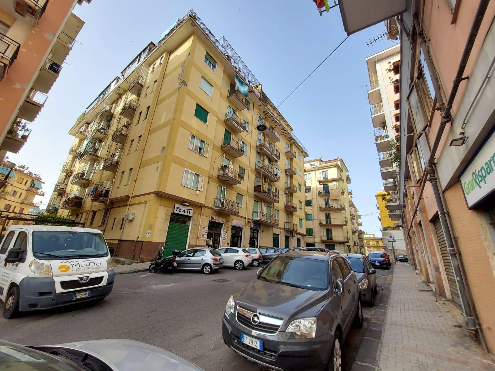 CARMINE, SALERNO, Wohnung zu verkaufen, Renoviert, Energie-klasse: G, am boden 1°, zusammengestellt von: 3 Raume, 2 Baeder, Aufzug, Preis auf anfrage
