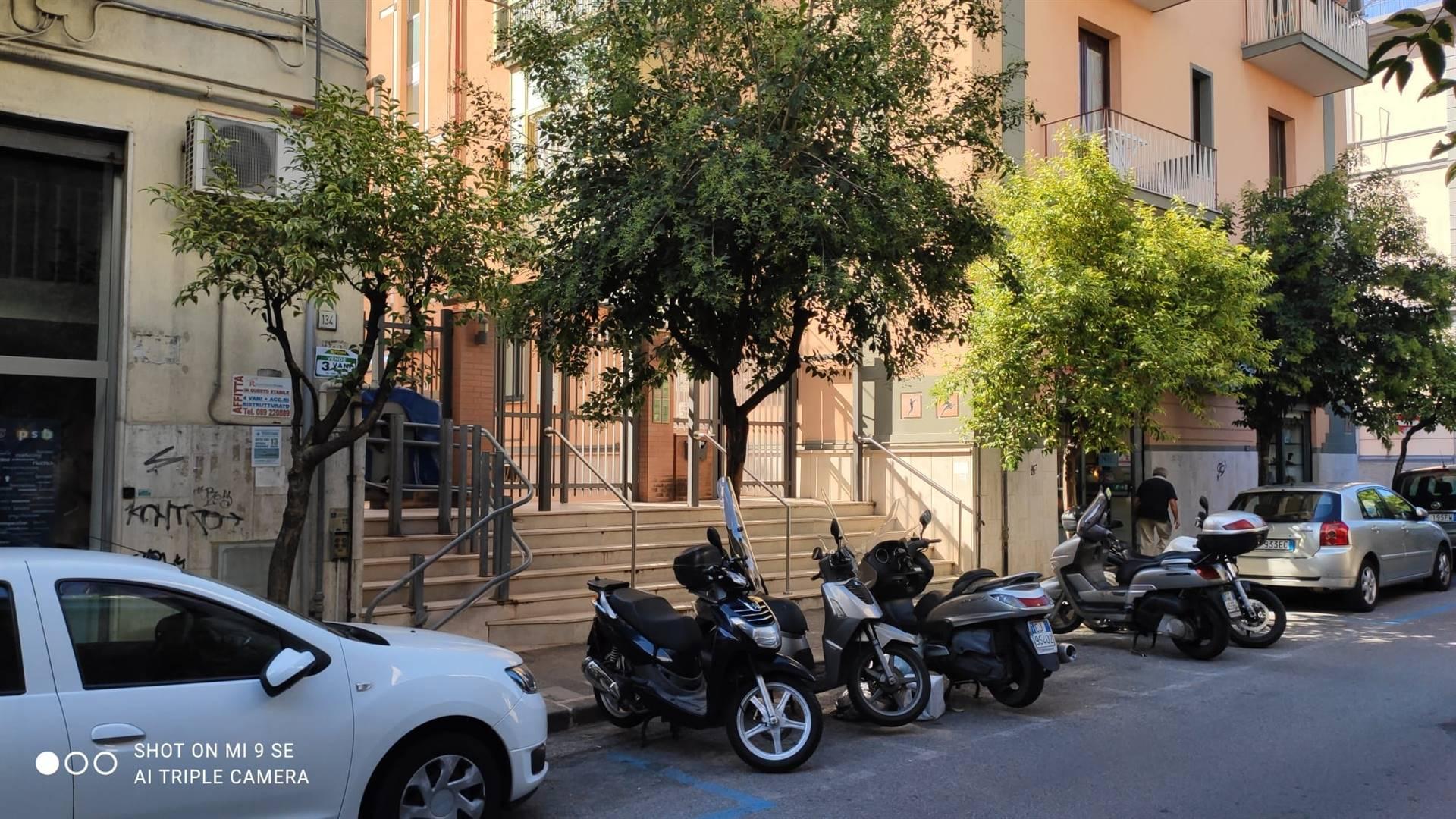 CENTRO, SALERNO, Wohnung zu verkaufen, Energie-klasse: G, am boden 3° auf 4, zusammengestellt von: 3 Raume, Separate Küche, 3 Zimmer, 1 Baeder,