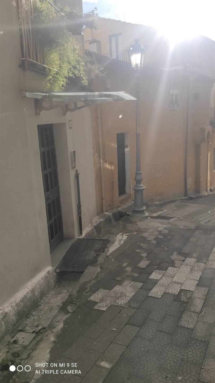 CENTRO STORICO, SALERNO, Wohnung zu verkaufen, Gutem, Energie-klasse: G, am boden Land, zusammengestellt von: 2 Raume, 2 Baeder, Preis: € 150.000