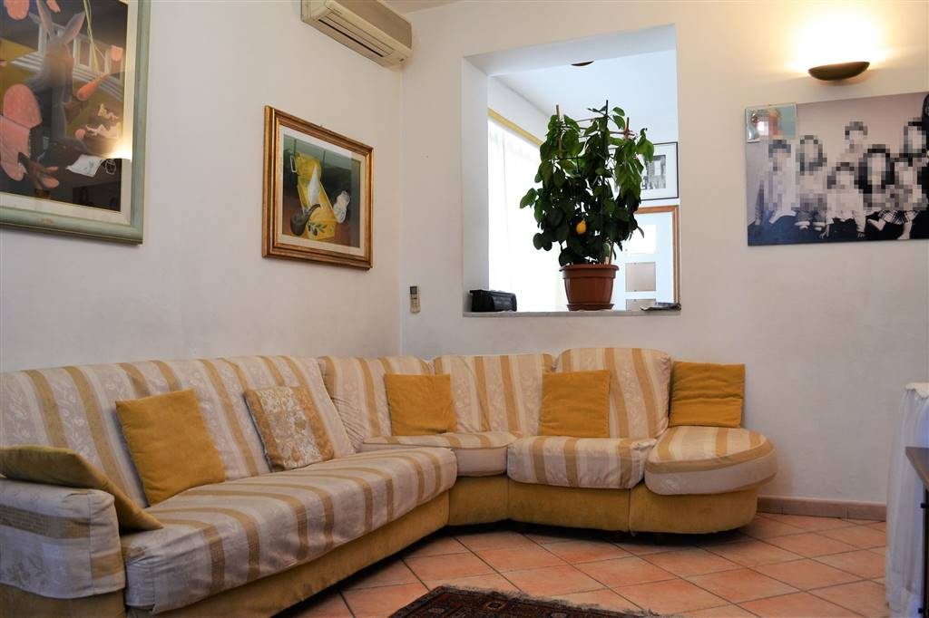 SAN GIUSTO, PRATO, Apartment for sale of 89 Sq. mt., Excellent Condition, Heating Individual heating system, placed at 3° on 3, composed by: 4 Rooms,