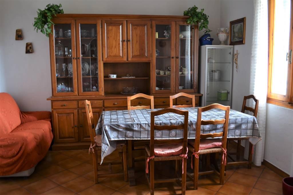GRIGNANO, PRATO, Appartamento in vendita di 71 Mq, Abitabile, Riscaldamento Autonomo, posto al piano 1° su 1, composto da: 4 Vani, Cucina Abitabile,