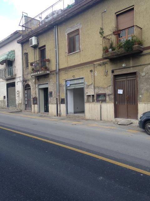 Negozio / Locale in vendita a Salerno, 2 locali, zona Zona: Fratte, prezzo € 75.000   CambioCasa.it