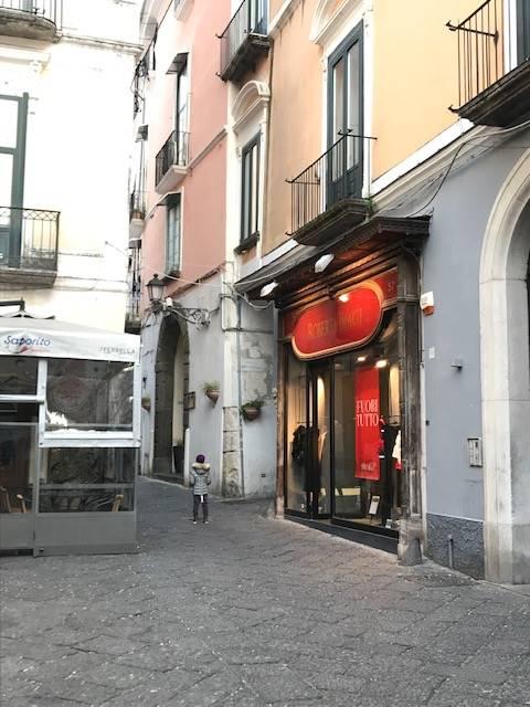 Negozio / Locale in vendita a Salerno, 1 locali, zona Zona: Centro, prezzo € 395.000   CambioCasa.it