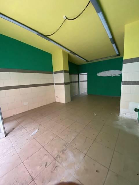 Negozio / Locale in affitto a Salerno, 1 locali, zona Zona: Centro, prezzo € 500 | CambioCasa.it