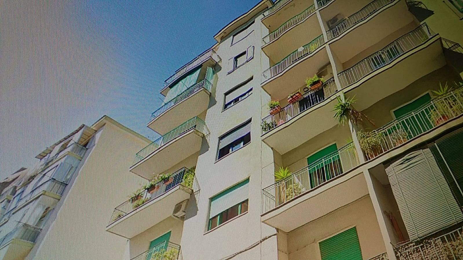 Appartamento in affitto a Salerno, 5 locali, zona Località: IRNO / CALCEDONIA/ PETROSINO, prezzo € 850   CambioCasa.it