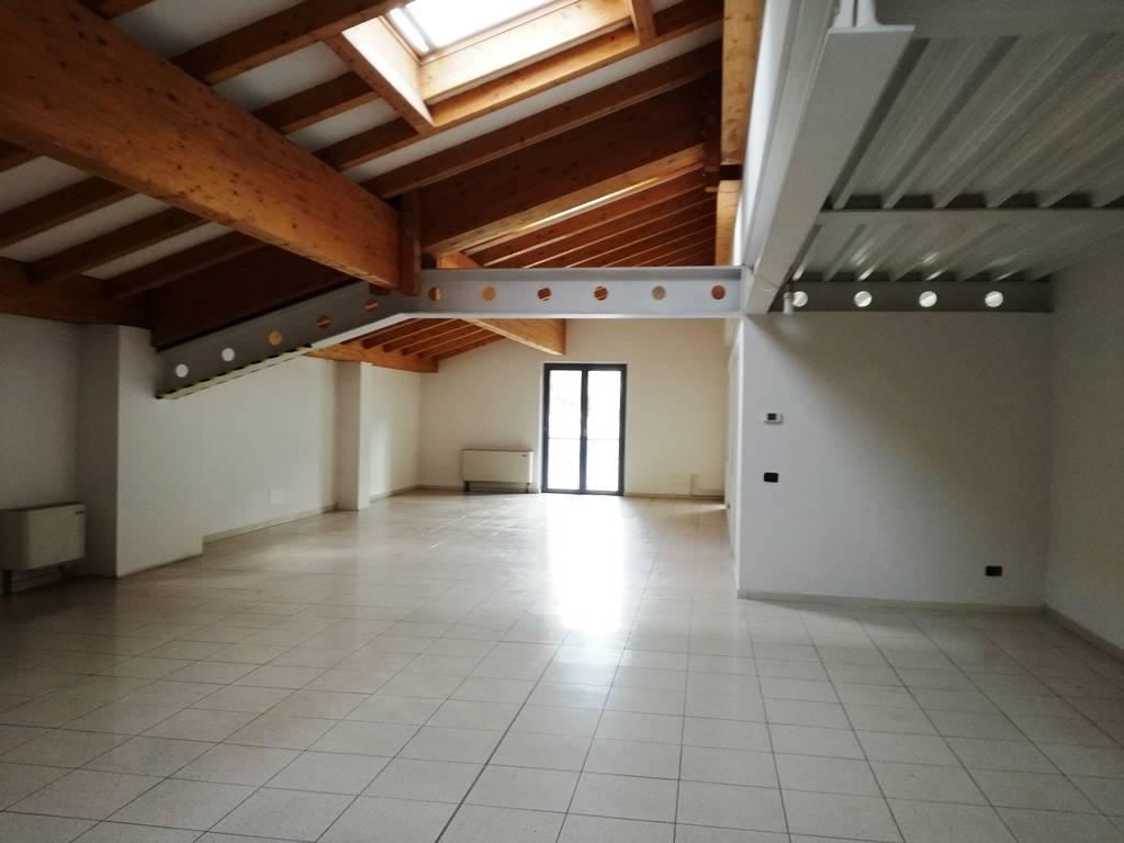 Ufficio / Studio in affitto a Pergine Valsugana, 2 locali, prezzo € 1.200 | CambioCasa.it