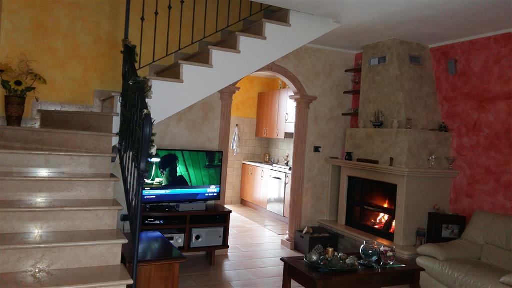 Villa a schiera, Canolo, Correggio, in ottime condizioni