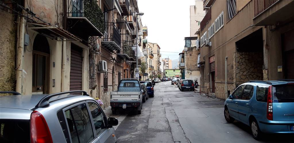 ZISA, PALERMO, Shop for sale of 60 Sq. mt., Be restored, Energetic class: G, Epi: 175 kwh/m3 year, placed at Ground, composed by: 3 Rooms, 1 Bathroom,