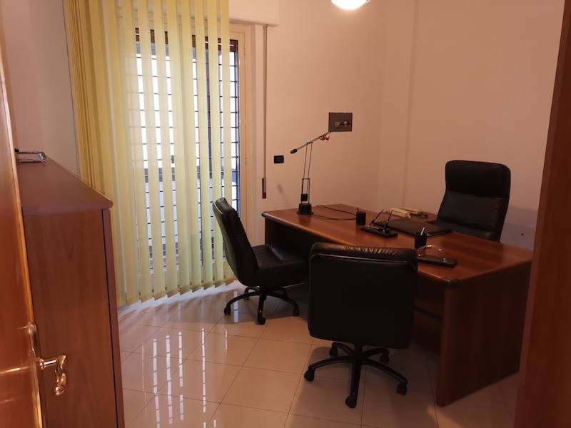 AUTONOMIA SICILIANA, PALERMO, Office for rent of 80 Sq. mt., Restored, Heating Individual heating system, Energetic class: G, Epi: 175 kwh/m3 year,