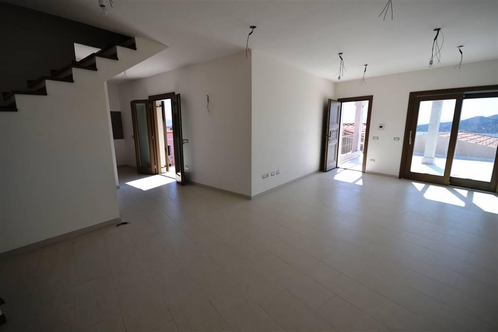 Attico / Mansarda in vendita a La Maddalena, 5 locali, Trattative riservate | PortaleAgenzieImmobiliari.it