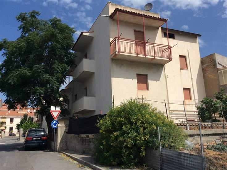 Palazzo in Piazza Stazione 5, Lazzaro, Motta San Giovanni