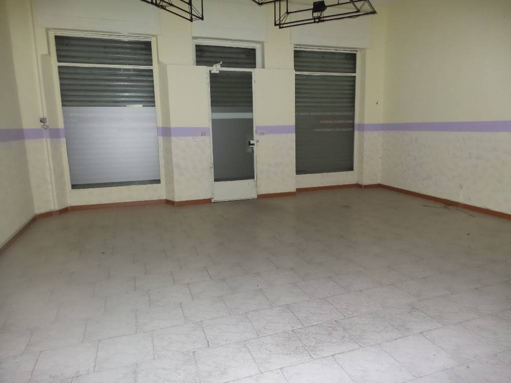 SESTO SAN GIOVANNI, Shop for sale of 60 Sq. mt., Good condition, Heating Individual heating system, Energetic class: G, Epi: 77,72 kwh/m3 year,