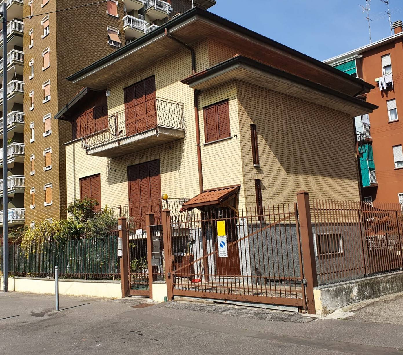 CINISELLO BALSAMO, Duplex villa for sale of 190 Sq. mt., Excellent Condition, Heating Individual heating system, Energetic class: G, Epi: 175 kwh/m2