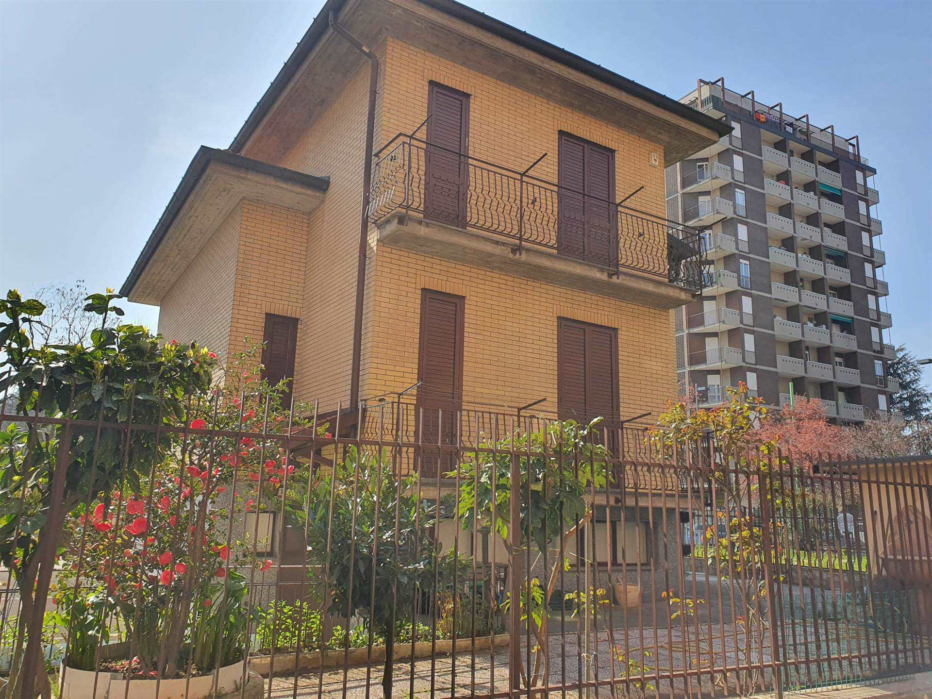 CINISELLO BALSAMO, Villa for sale of 190 Sq. mt., Excellent Condition, Heating Individual heating system, Energetic class: G, Epi: 175 kwh/m2 year,
