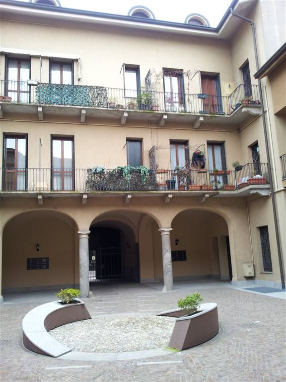 Mansarda in Via Confalonieri  46, Villasanta