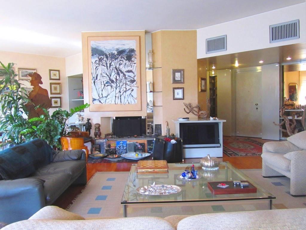 Appartamento in Via Rovani 6, Parco (vedano), Monza