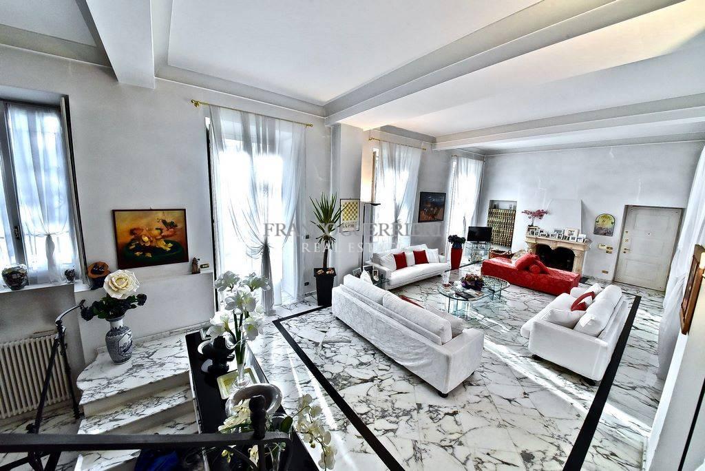Appartamento in vendita a Seregno, 4 locali, prezzo € 790.000   CambioCasa.it