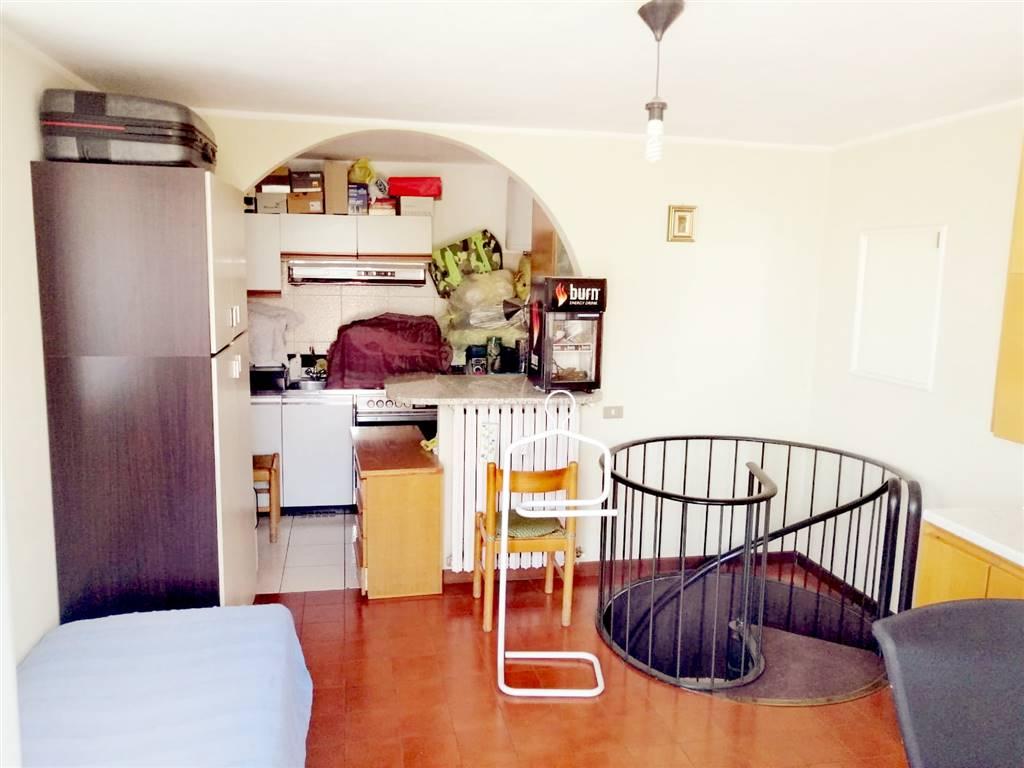 Sala con cucina piano terrazzo