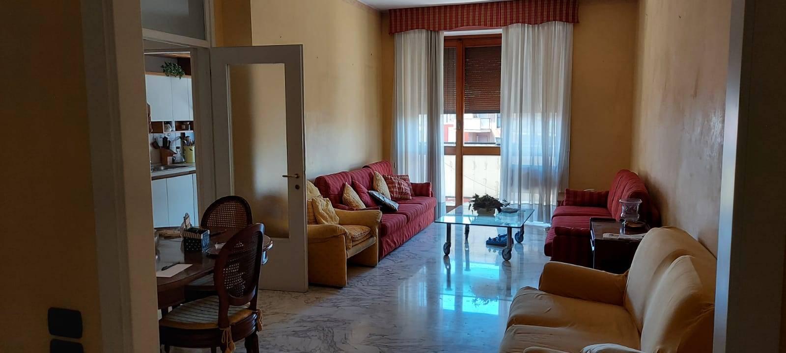 Appartamento in affitto a Monza, 3 locali, zona Località: VIA LECCO, prezzo € 935 | CambioCasa.it