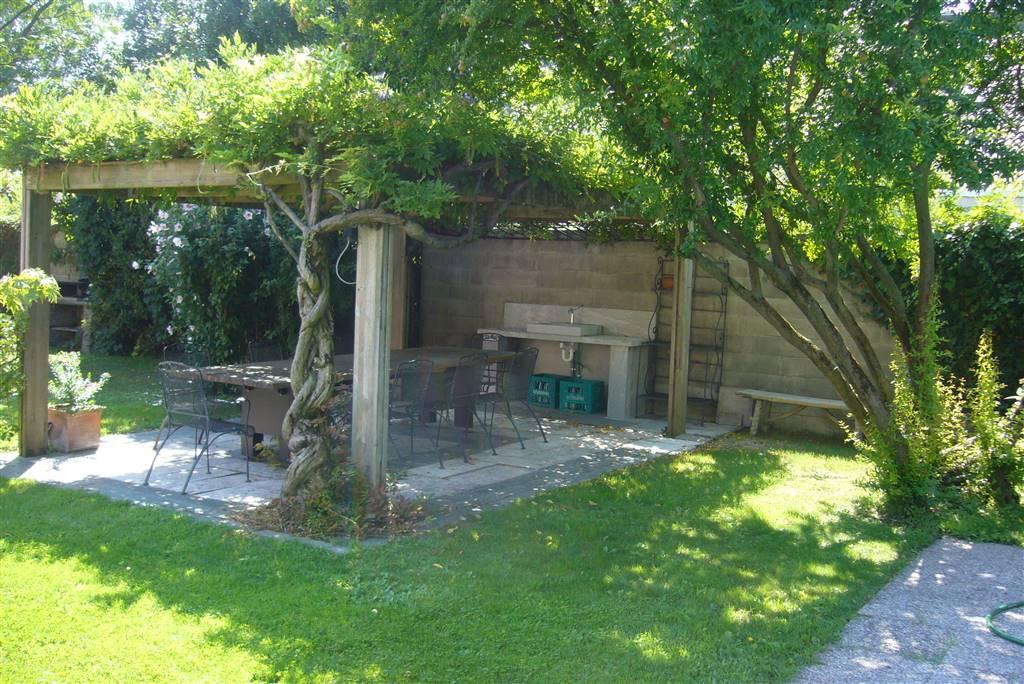 Villa in vendita a Liscate, 8 locali, prezzo € 1.500.000 | CambioCasa.it