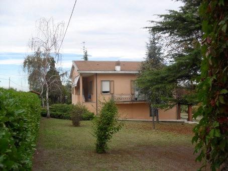 Villa in vendita a Castana, 10 locali, prezzo € 235.000 | PortaleAgenzieImmobiliari.it