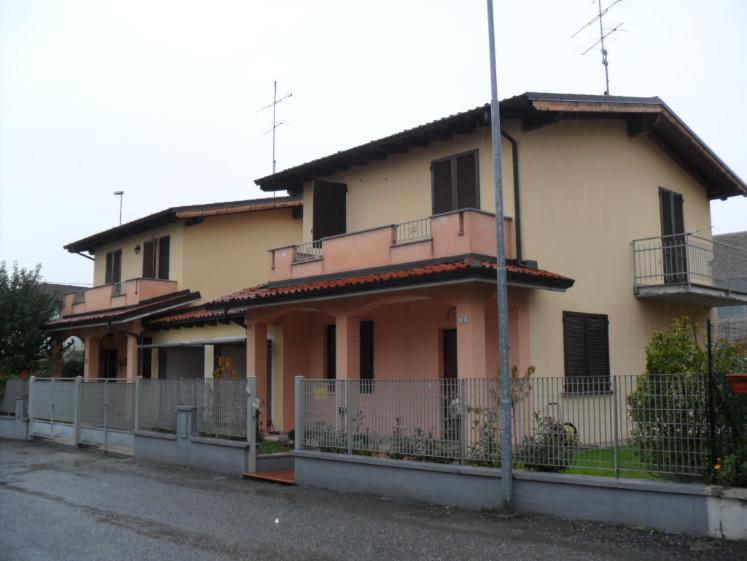 Villa a Schiera in vendita a Santa Giuletta, 8 locali, prezzo € 160.000 | CambioCasa.it