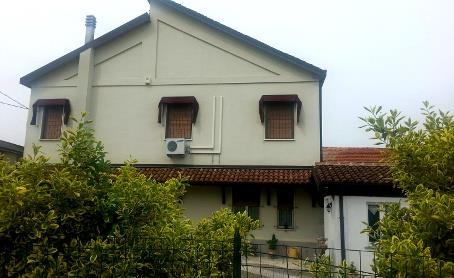 Villa, Cava Manara, in ottime condizioni