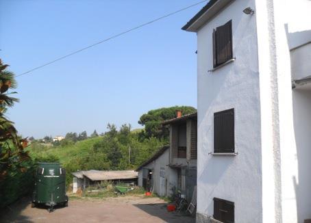 Casa singola, Montu' Beccaria, ristrutturata