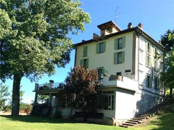 Soluzione Indipendente in vendita a Pietra de' Giorgi, 15 locali, prezzo € 340.000 | CambioCasa.it