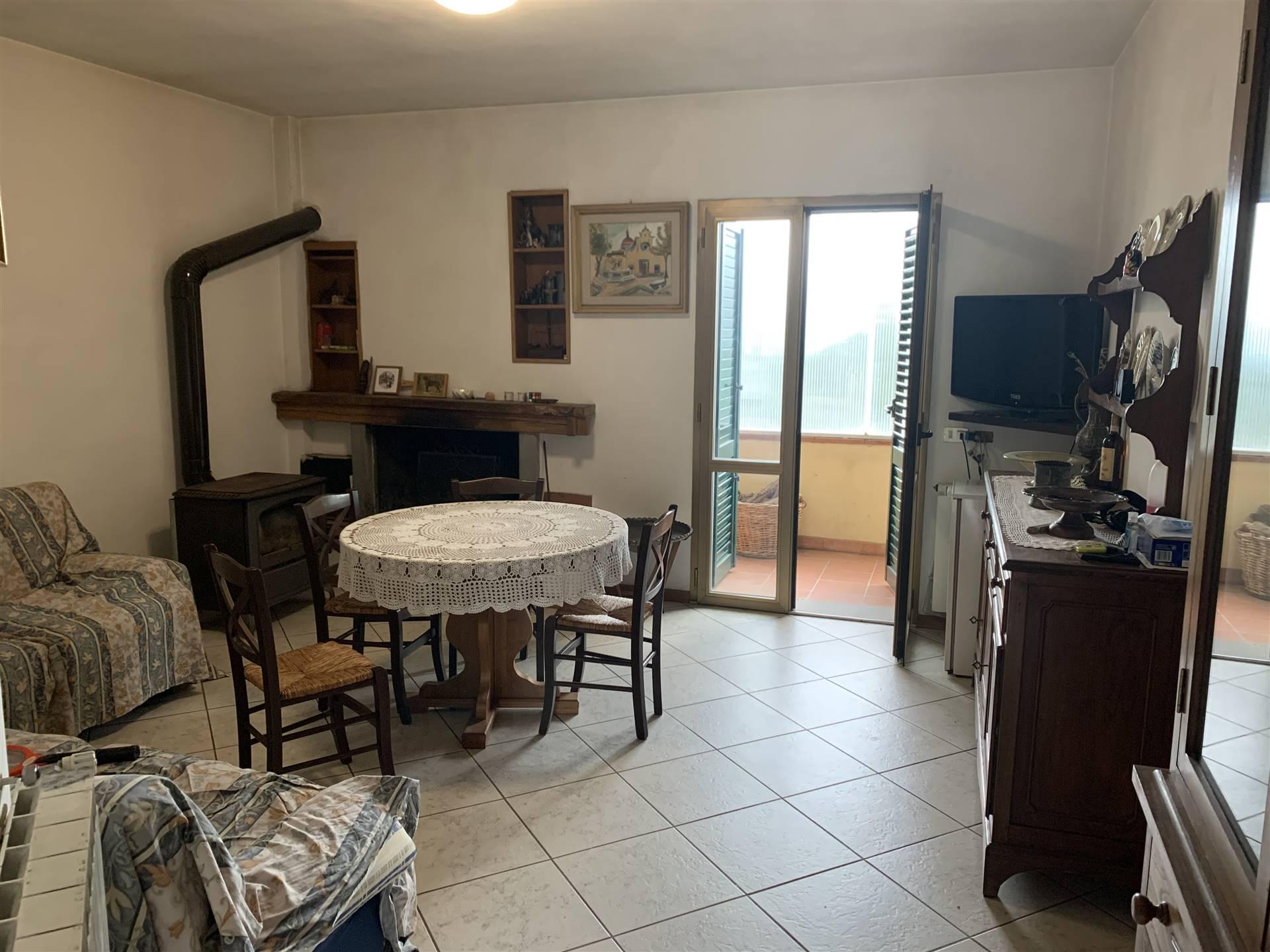 Appartamento in vendita a Greve in Chianti, 4 locali, zona Zona: Lucolena, prezzo € 135.000 | CambioCasa.it
