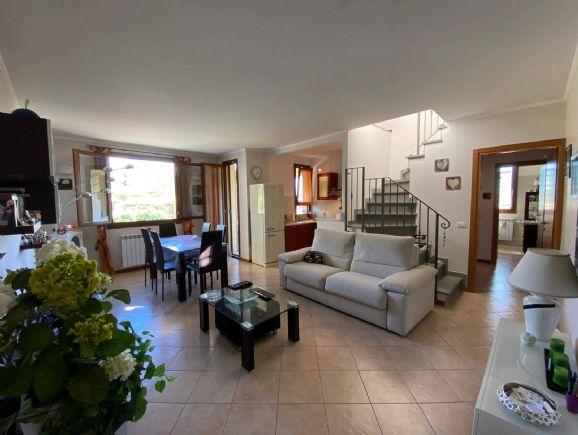 Appartamento in vendita a Reggello, 5 locali, zona elli, prezzo € 190.000 | PortaleAgenzieImmobiliari.it