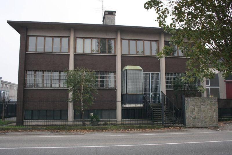 Palazzo / Stabile in Vendita a Desio