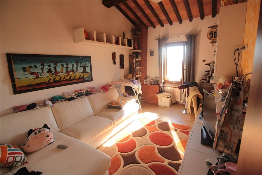 Ufficio Casa Via Pollastrini Livorno : Appartamento in in vendita a collesalvetti zona mortaiolo livorno