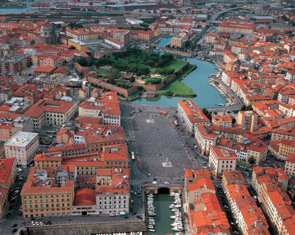 Locale commerciale, Livorno