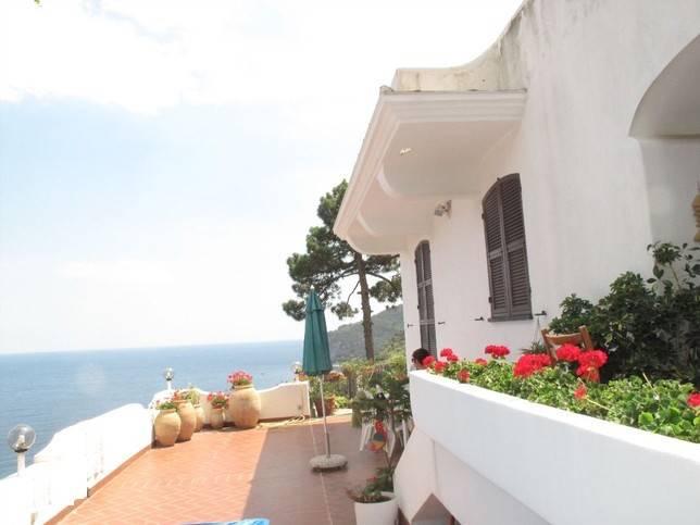 Villa in vendita a Noli, 12 locali, Trattative riservate | CambioCasa.it