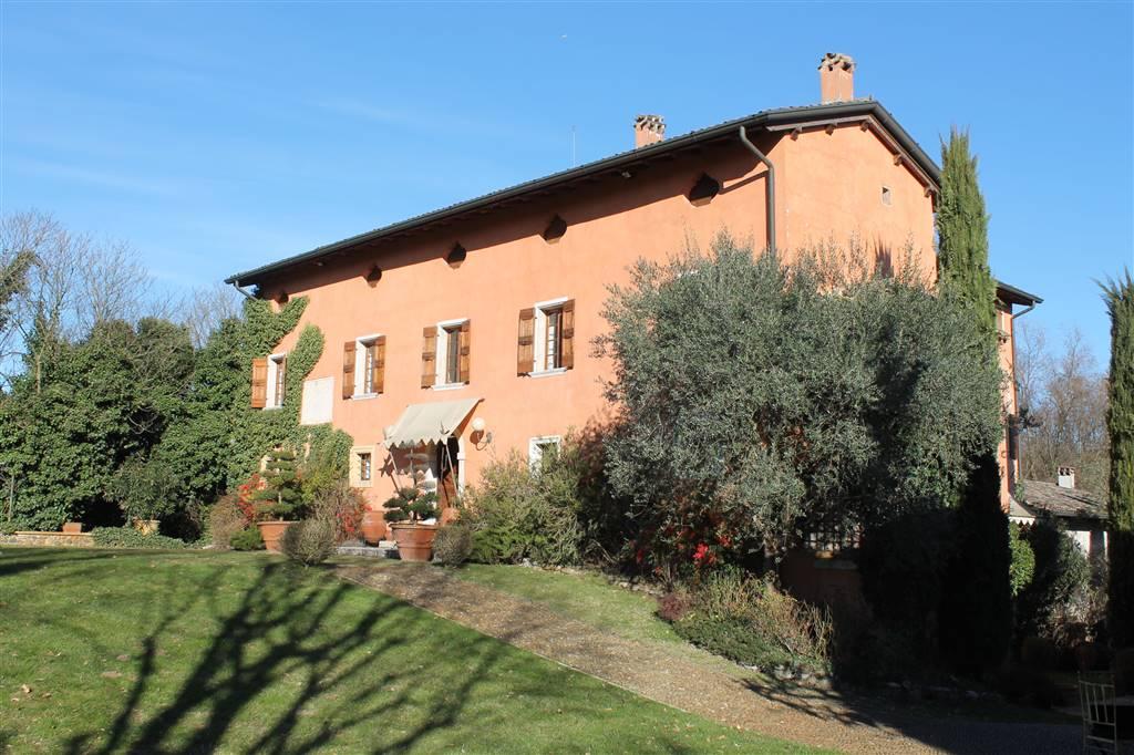 Villa in vendita a Monzambano, 10 locali, Trattative riservate | CambioCasa.it