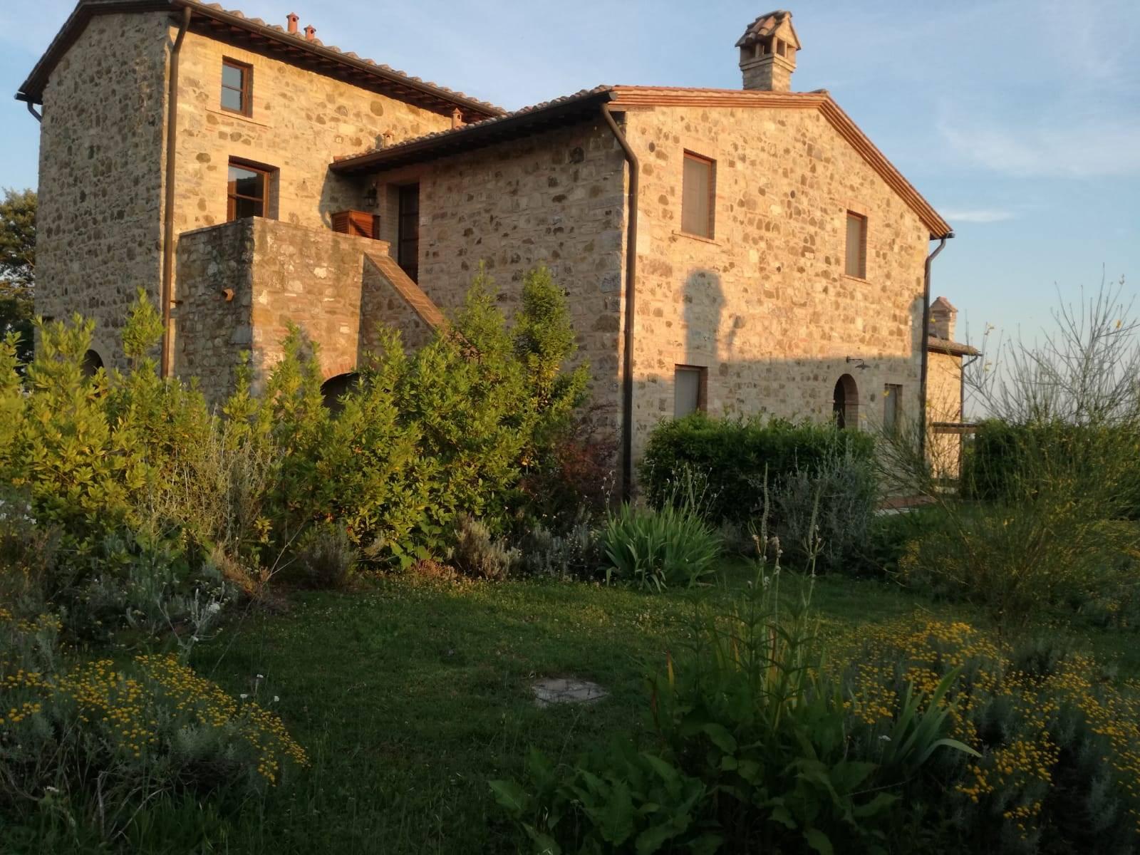 Rustico / Casale in affitto a Roccalbegna, 3 locali, zona Zona: Triana, prezzo € 3.400 | CambioCasa.it
