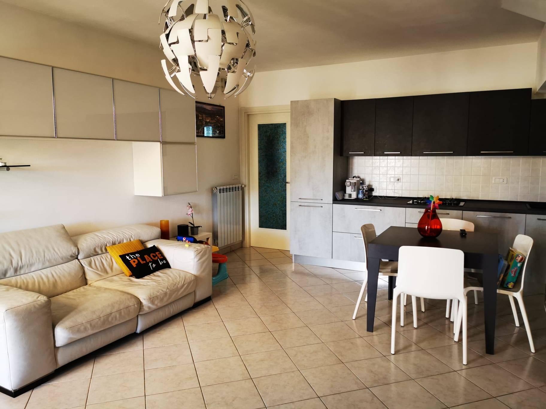 Appartamento in vendita a Follonica, 3 locali, prezzo € 270.000 | CambioCasa.it