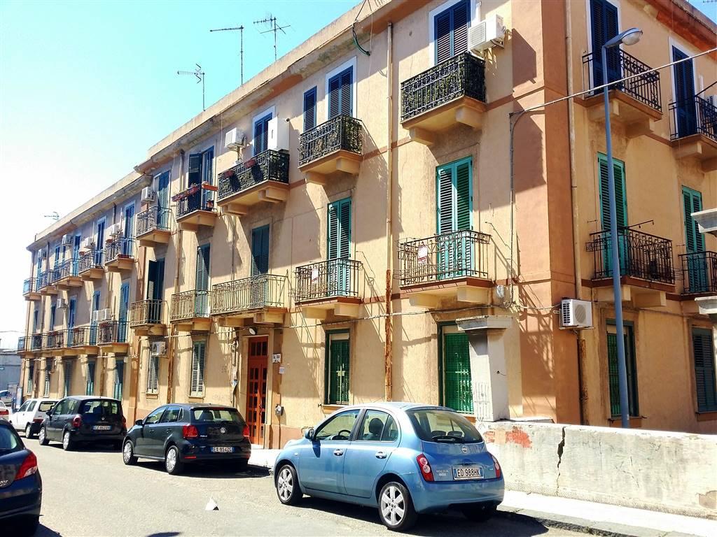 Quadrilocale in Via Lazio Isolato 33, Via Dei Mille,via G. Bruno P.zza Dante,provinciale, Messina