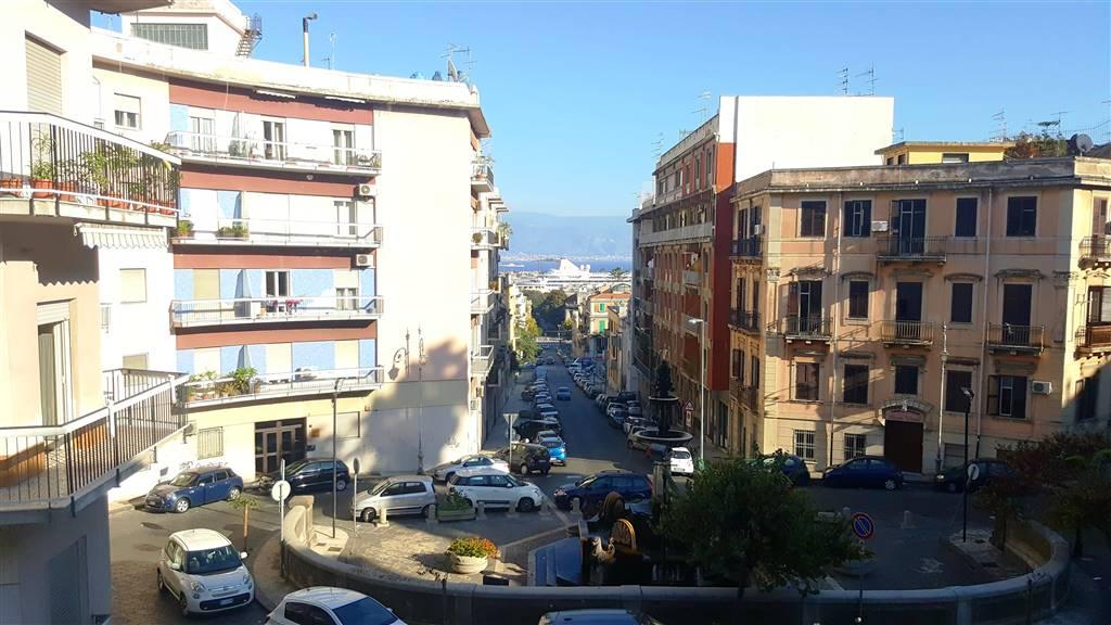 Trilocale in Via Nicotra, C. Storico: Duomo, Via Garibaldi, C.so Cavour, Messina