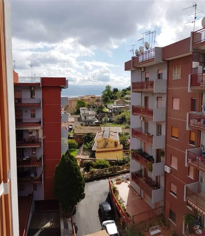 Trilocale in 435, Messina