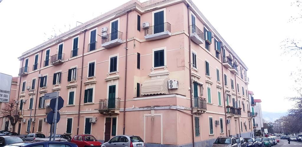 Quadrilocale in Via Savonarola 9, C. Storico: Duomo, Via Garibaldi, C.so Cavour, Messina
